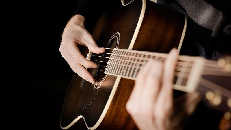 Helpful Tricks to Playing a Guitar and Singing at the Same Time